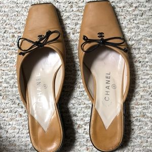CHANEL Shoes leather tan and brown